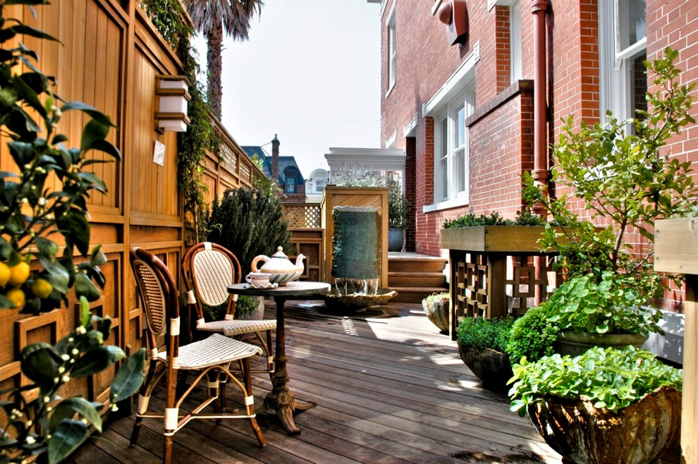 This is an example of a traditional terrace and balcony in San Francisco.