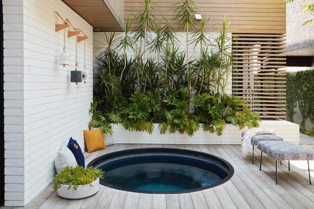 Relaxed Courtyard Celebrates Indoor-Outdoor Living on Relaxed Outdoor Living id=11412
