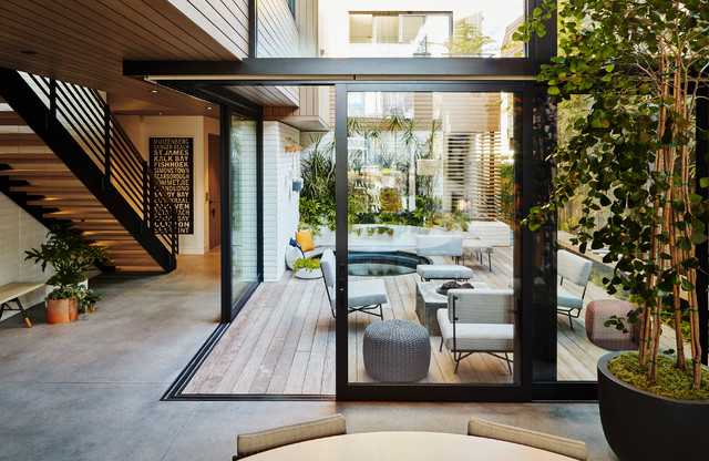 Relaxed Courtyard Celebrates Indoor Outdoor Living