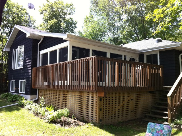 Screen rooms porches rustic deck toronto by for Rustic porches and decks