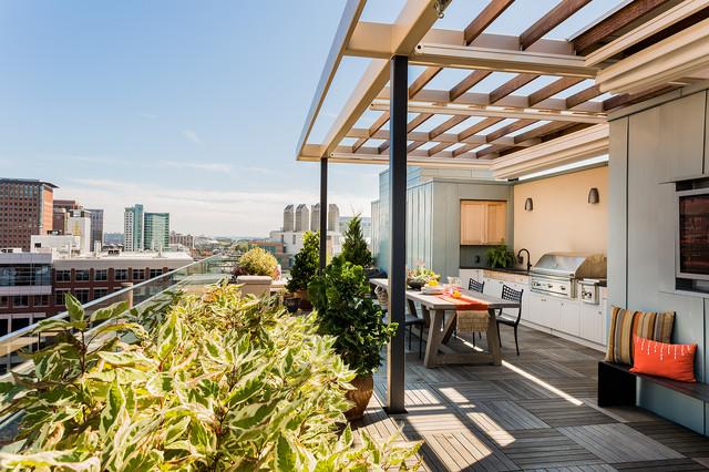skyline penthouse contemporain terrasse en bois et balcon boston par sea dar construction. Black Bedroom Furniture Sets. Home Design Ideas