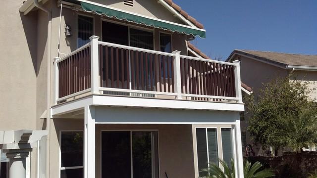 Small balcony deck trex composite traditional deck for Balcony deck zouk