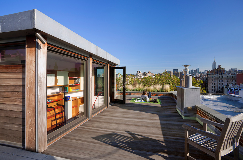 Deck - contemporary rooftop rooftop deck idea in New York