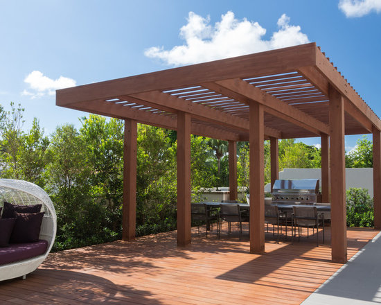 Cantilever pergola home design ideas pictures remodel for Pergola images houzz