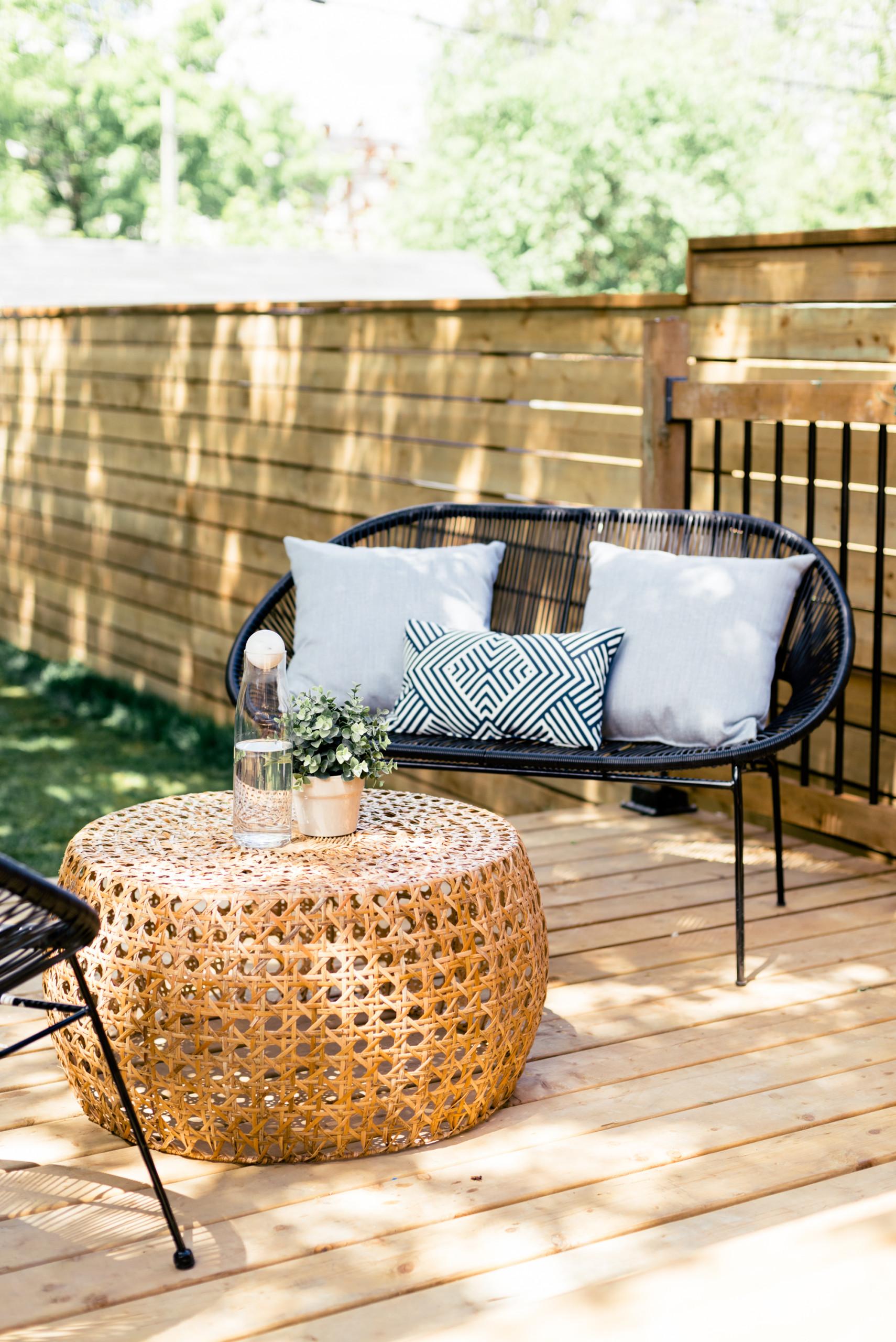Spacious Backyard Deck