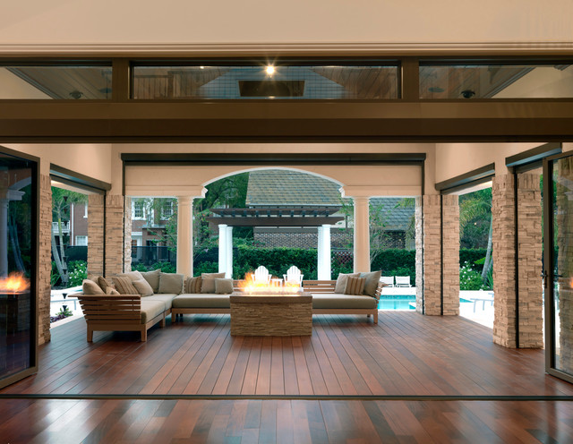 Inspiration for a contemporary deck remodel in Tampa