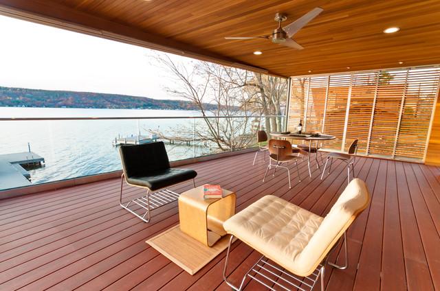 The Lakehouse Retreat modern-deck