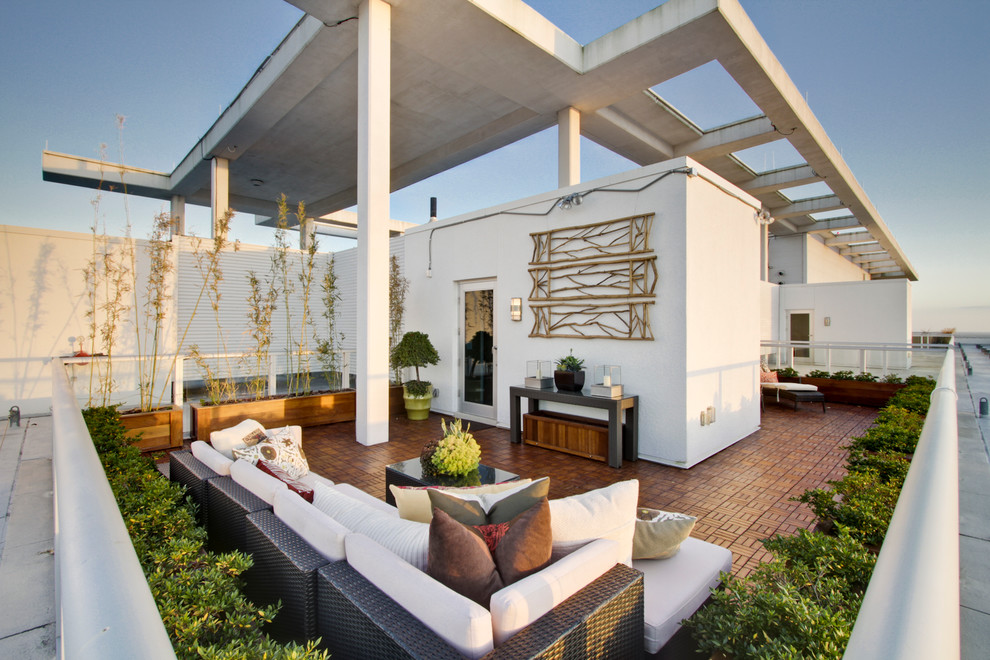 Inspiration for a contemporary deck remodel in Orlando with a pergola