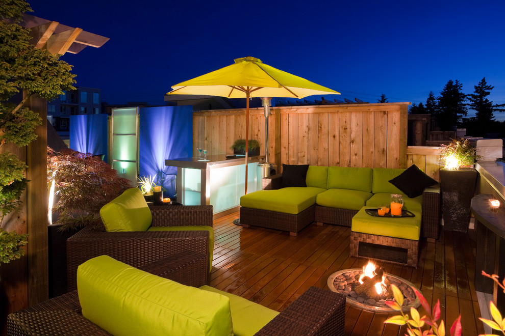 Example of a trendy rooftop rooftop deck design in Vancouver