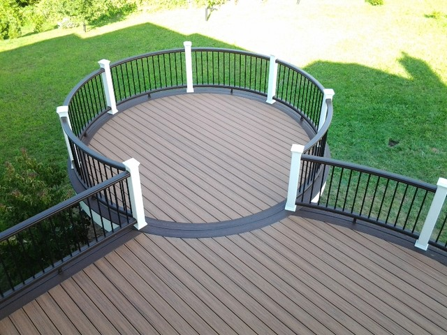 Trex Deck With Vintage Lantern & White Rail with Black Aluminum Balusters traditional-deck