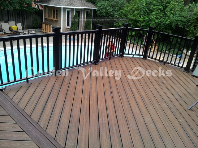 Trex Spice Rum Deck With Privacy Screen