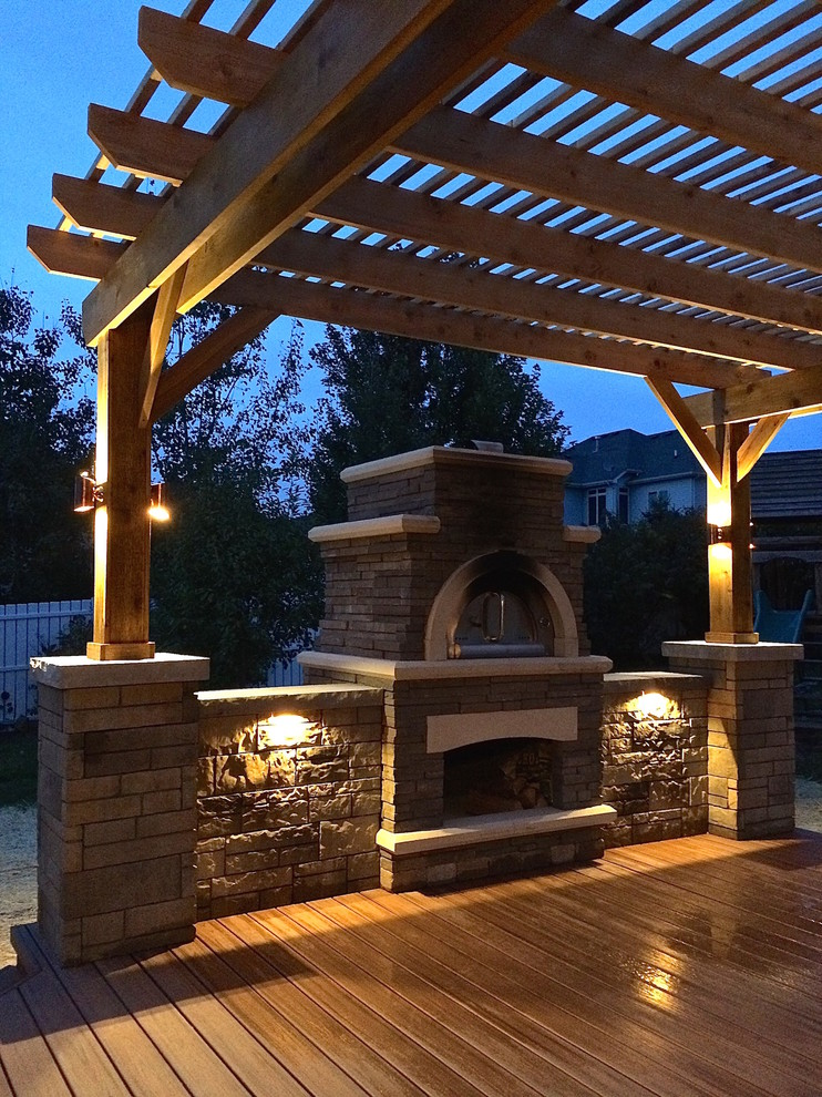 Trex Transcend Deck With Pizza Oven And Pergola Lighting