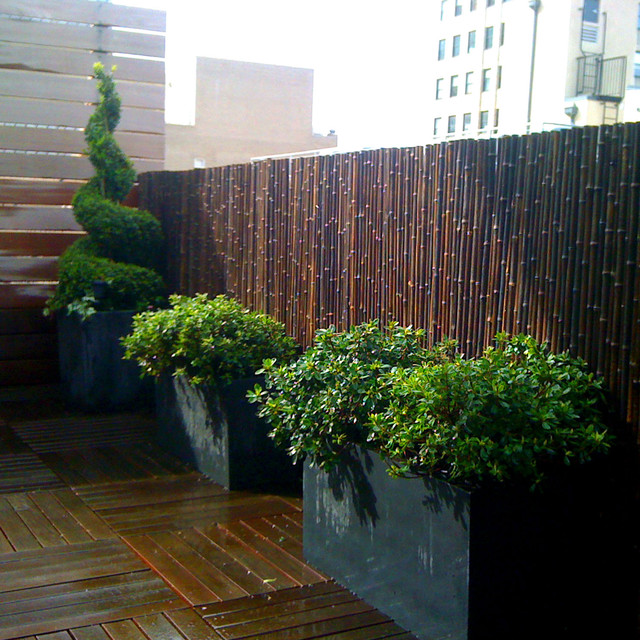 Tribeca nyc roof garden deck bamboo fence container for Decking terrace garden