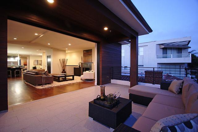 Upper level patio tropical-deck