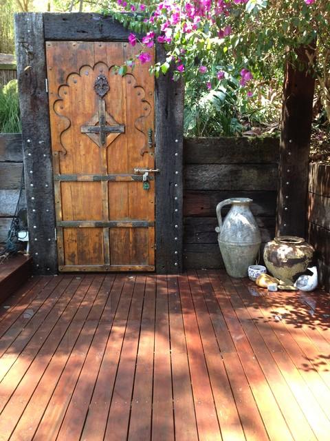 Upwey backyard shabby chic style deck melbourne for Shabby chic yard