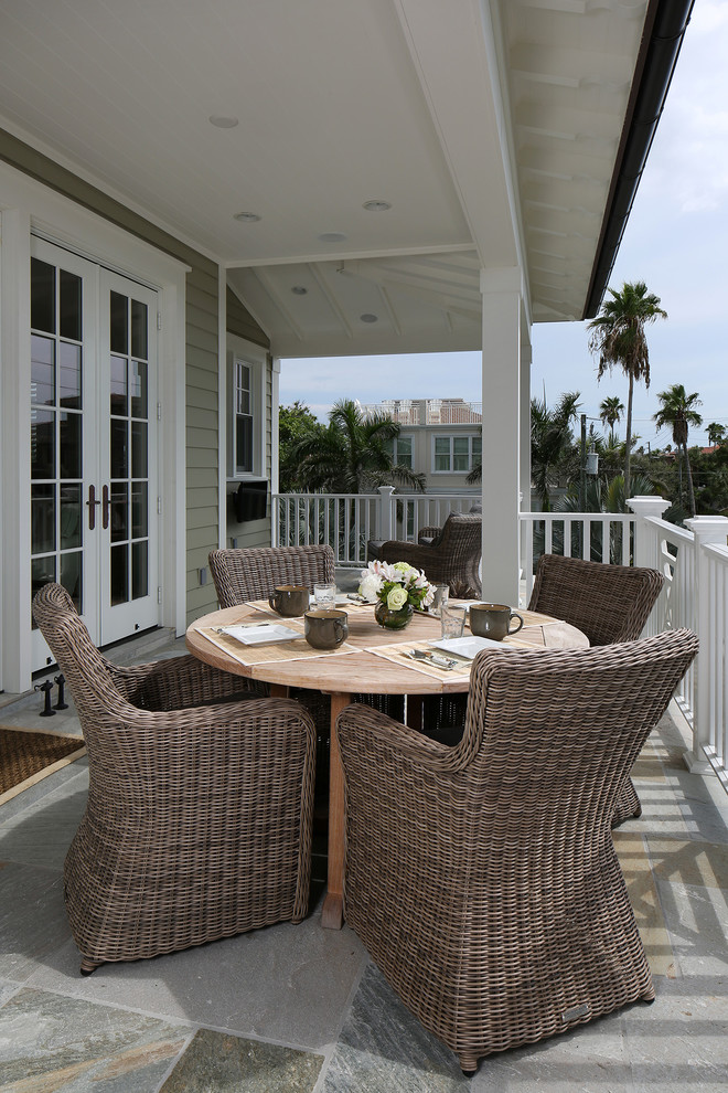 Example of an island style deck design in Tampa