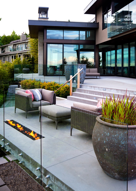 West Vancouver Residence contemporary-deck