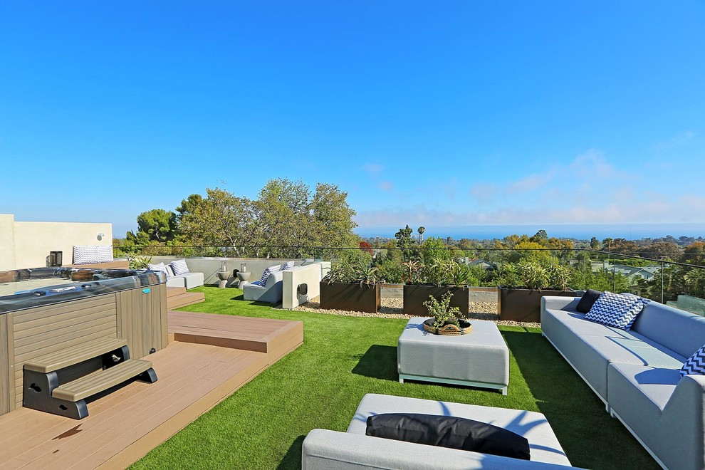 Water fountain deck - large modern rooftop water fountain deck idea in Los Angeles with no cover
