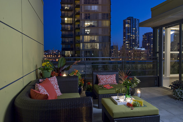 Yaletown Loft contemporary patio