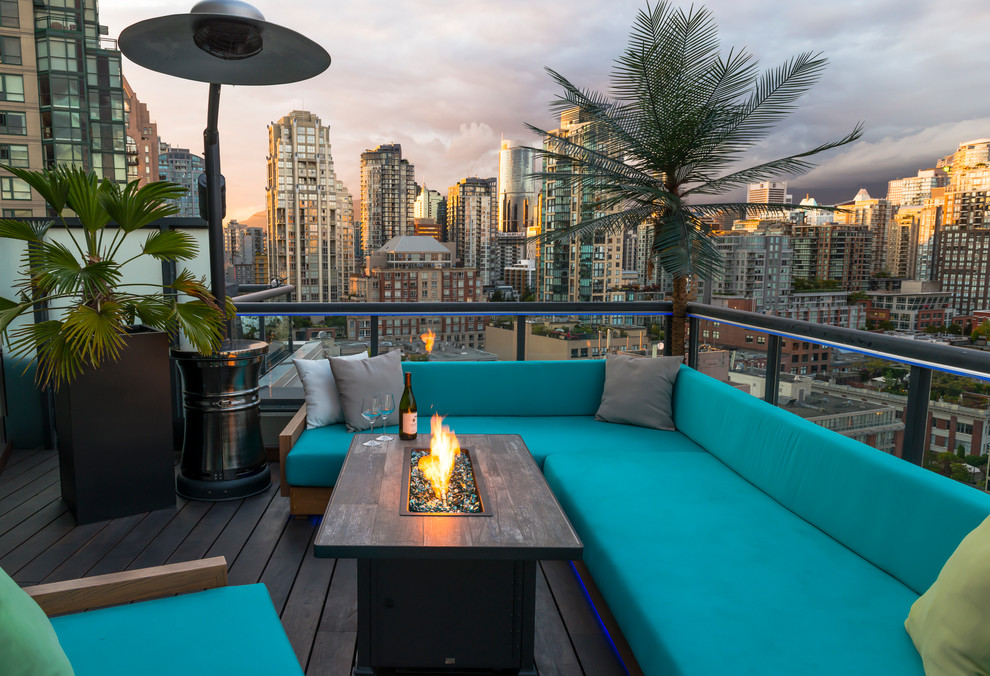 Example of a small island style rooftop deck design in Vancouver