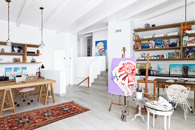 Inspiration for a mid-sized contemporary freestanding desk light wood floor home studio remodel in Alicante-Costa Blanca with white walls and no fireplace