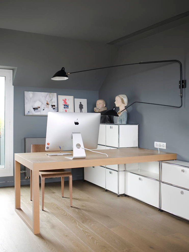 Inspiration for a small scandinavian built-in desk light wood floor study room remodel in Barcelona with gray walls and no fireplace