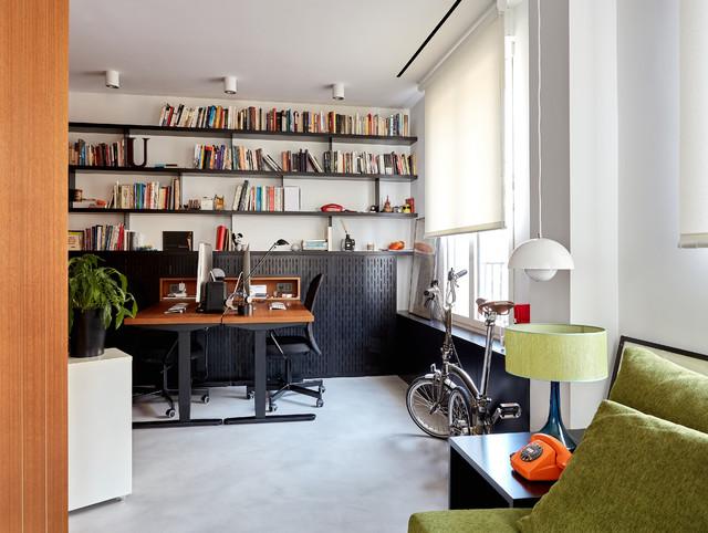 Diseño de despacho actual, grande, sin chimenea, con paredes blancas, suelo de cemento, escritorio independiente y suelo gris