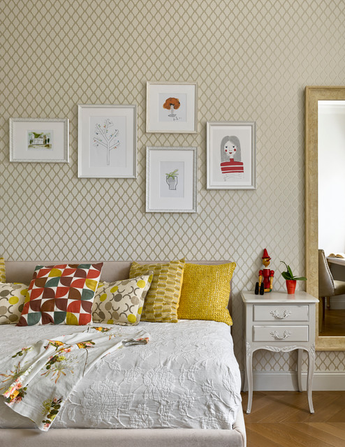 Inspiration for a transitional girl medium tone wood floor and brown floor kids' bedroom remodel in Moscow with beige walls