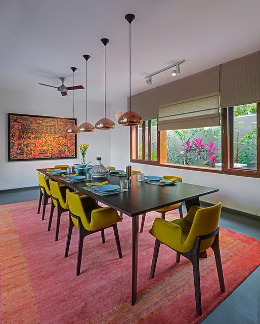 Idéer för en mellanstor modern separat matplats, med vita väggar, betonggolv och grått golv