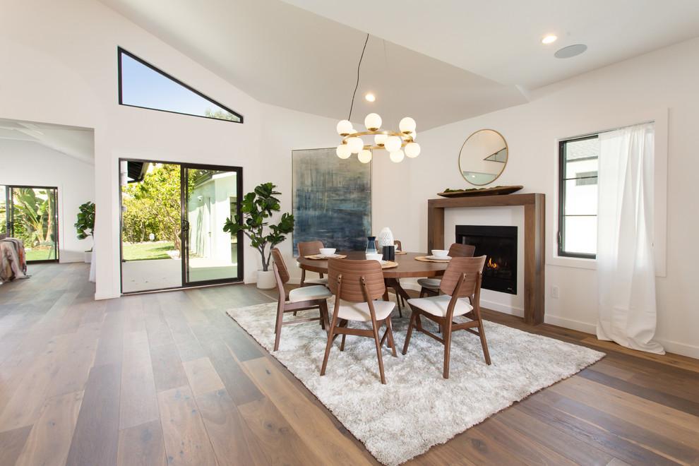 Dining room - transitional dining room idea in Los Angeles