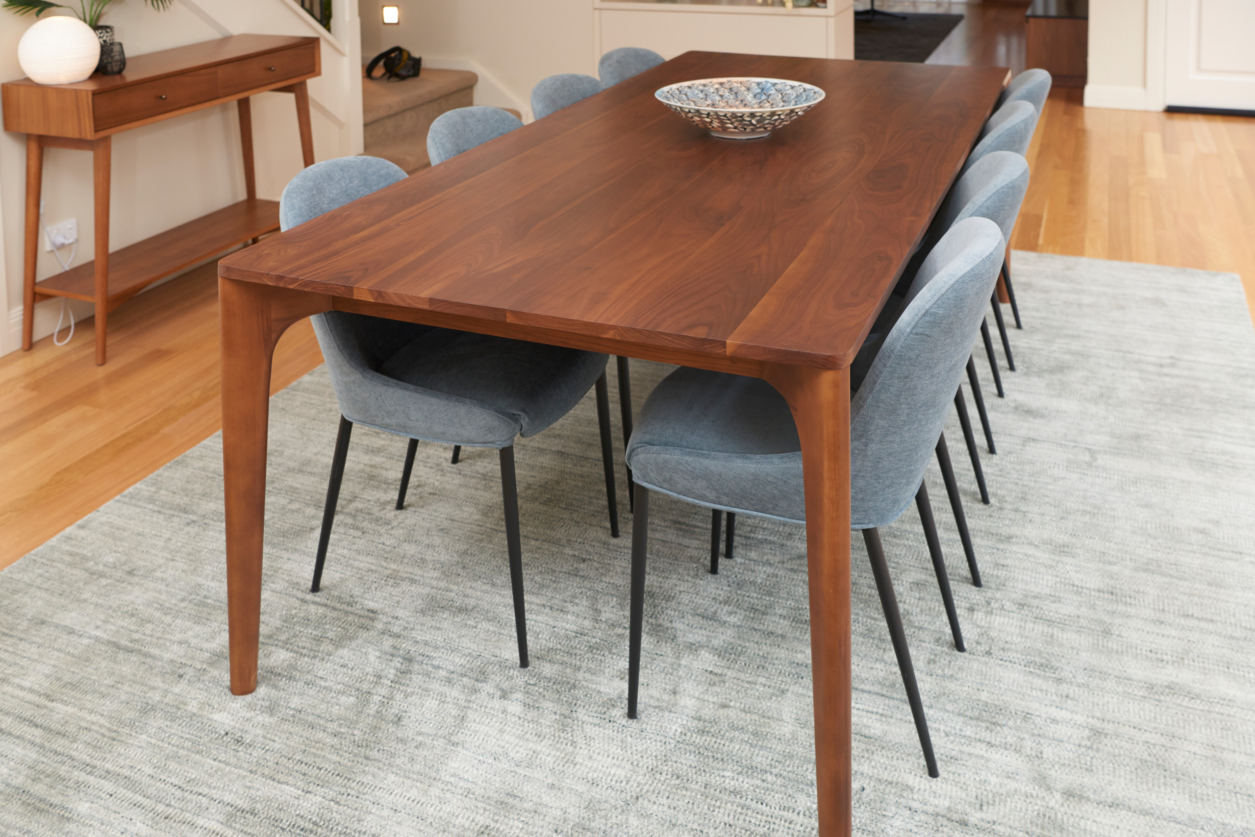 A hint of Mid-Century