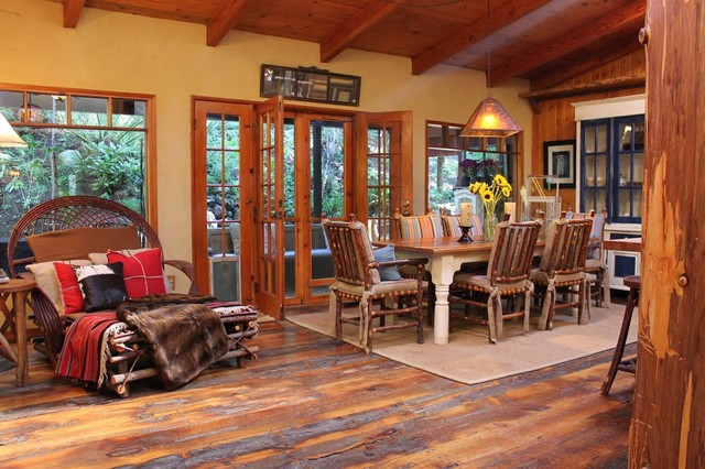 Adirondack style lodge rustic dining room los for Adirondack bathroom ideas