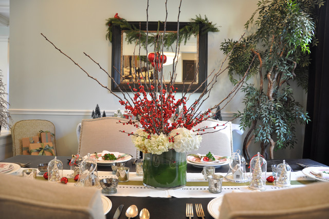 Example of a classic dining room design in Houston