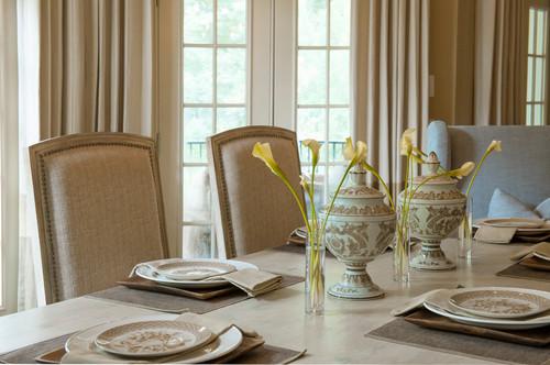 落ち着いた雰囲気のテーブルセッティングは、ゆっくりとお食事ができる贅沢な時間を作ってくれそうです。