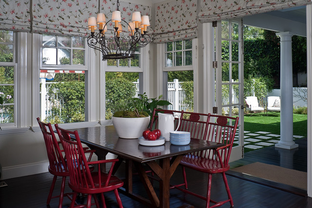 American style traditional-dining-room