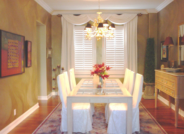 Antique Gold Wall Pattern Traditional Dining Room