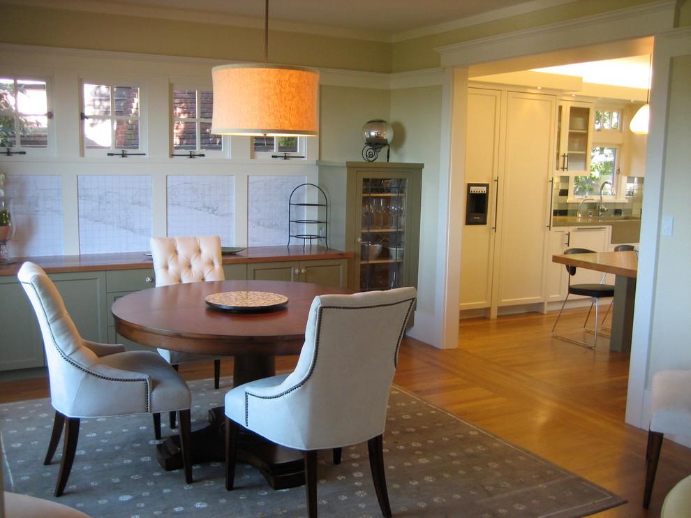 Mid-sized minimalist medium tone wood floor kitchen/dining room combo photo in San Francisco