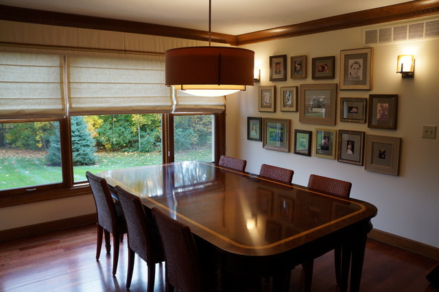 Kitchen/dining room combo - mid-sized craftsman medium tone wood floor kitchen/dining room combo idea in Indianapolis with beige walls
