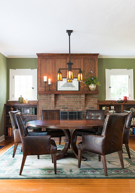 Superbe Inspiration For A Craftsman Medium Tone Wood Floor Dining Room Remodel In  Jacksonville With Green Walls