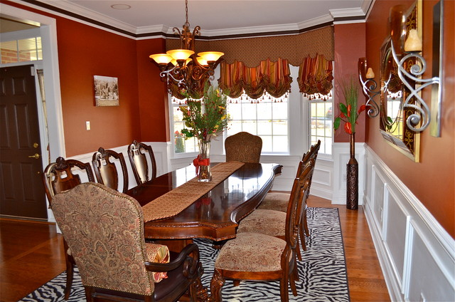 Bay window treatment traditional dining room for Dining room window treatments