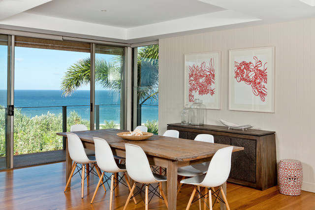 Charmant Beach House Contemporary Dining Room