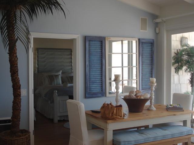 Beachy beach-style-dining-room