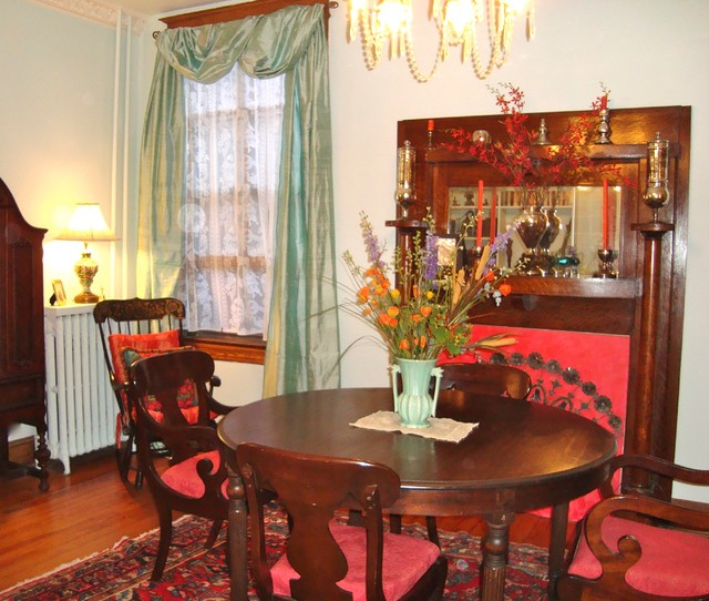 Bold use of color traditional dining room dc metro for Bold dining room colors