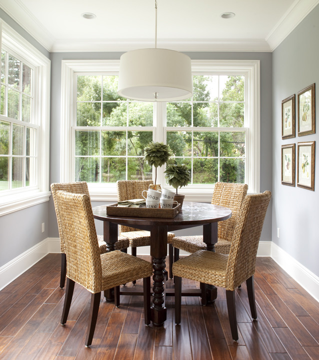Example of a classic dining room design in San Francisco