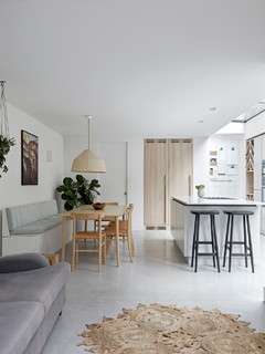 Houzz Tour: Natural Finishes Add Texture to a Calm London Home (23 photos)