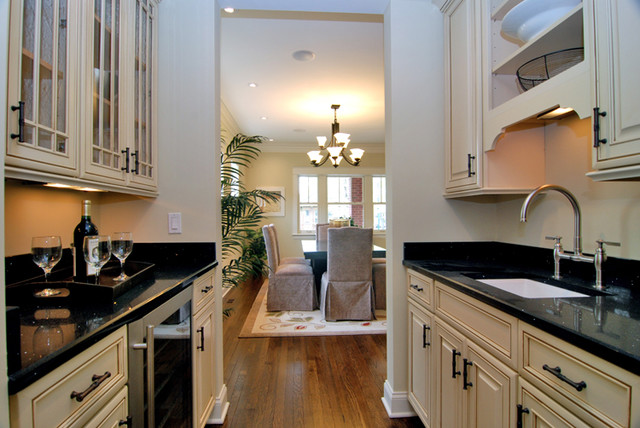 Butler Pantry Traditional Dining Room Chicago By