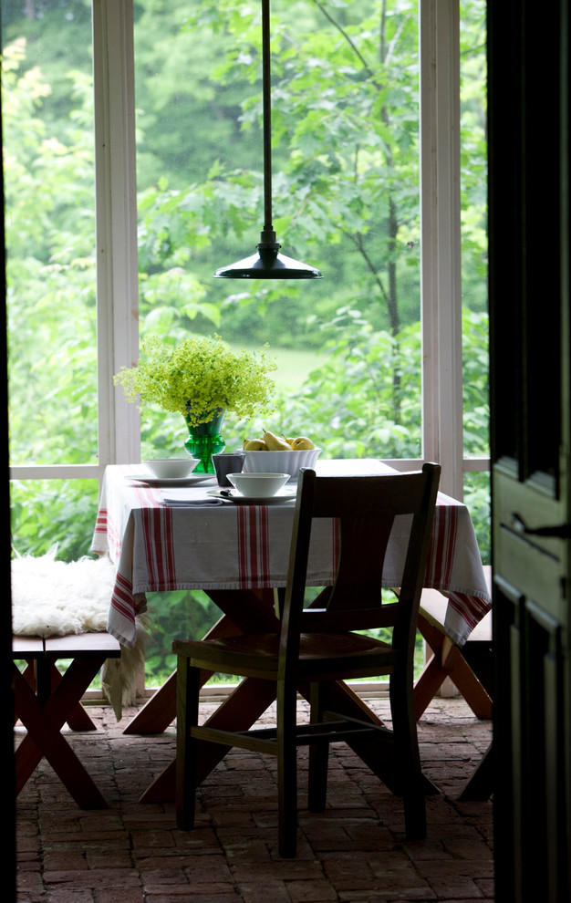 Mountain style dining room photo in Montreal
