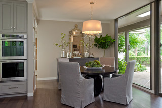 Castle Hills Kitchen by CROSS CONSTRUCTION CO. contemporary-dining-room
