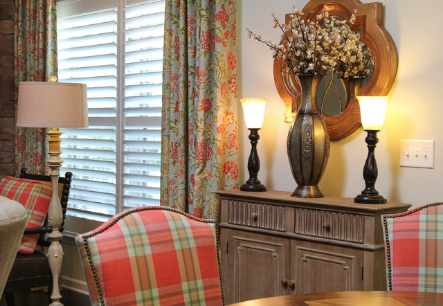 casual chic english country cottage eclectic dining
