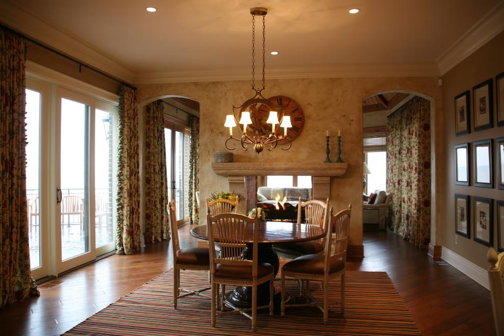 Esempio di una sala da pranzo chic con pareti marroni, parquet scuro e camino bifacciale